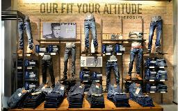 Copy of Jeans é essencial num armário de um homem. Do corte mais rel